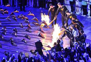 भव्य समारोहबीच ओलम्पिक आरम्भ