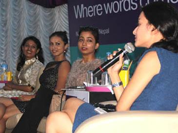 साहित्य महोत्सवमा महिला