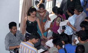 अन्तिममा मतदाता बन्नेको लाम(फोटो फिचर)