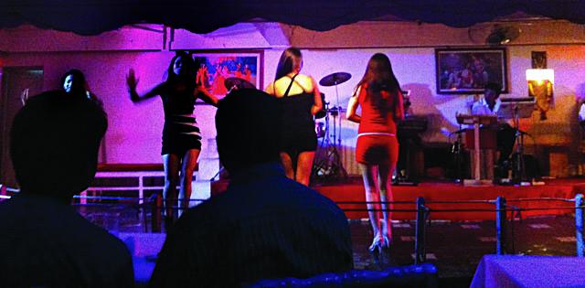 दारेसलामका डान्सबार