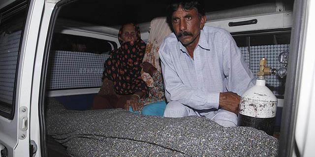 पाकिस्तानः इज्जतका नाममा ढुंगाले हानेर युवतीको हत्या