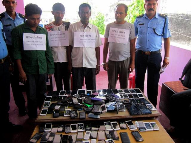 भारतीय मोबाइल तस्कर पक्राउ