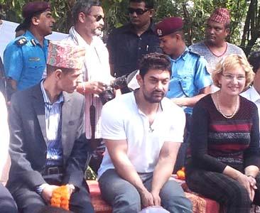 आमिर खानले प्रधानमन्त्री कोइरालालाई भेटे