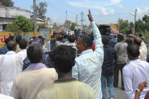 सरकारी कार्यालय सार्ने निर्णय विरुद्ध प्रदर्शन