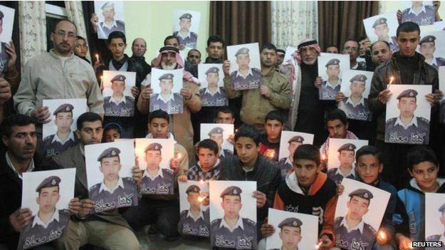 इस्लामिक स्टेटद्वारा अपहरित पाइलटको जिउँदै जलाएर हत्या