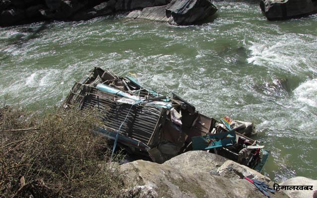बस दुर्घटनामा १७ जनाको मृत्यु (अपडेट)
