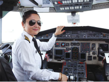 पहिलो महिला पाइलट प्रशिक्षक सविना