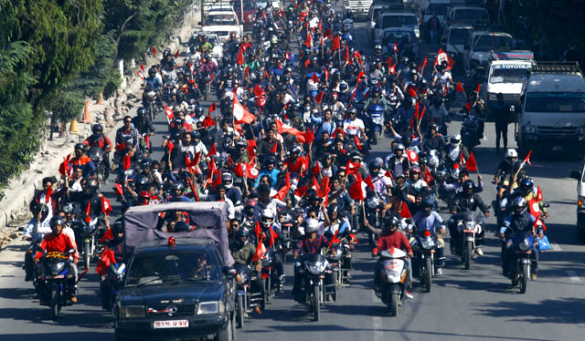 संविधान निर्माणको खुशियालीमा मोटरसाइकल र्याली