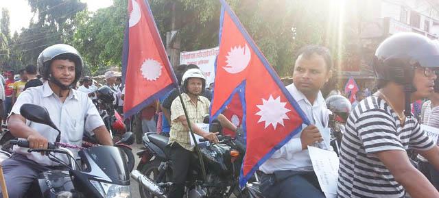 नाकाबन्दीको विरोध गर्दै बारामा प्रदर्शन