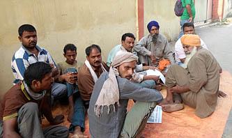 भारतीय ट्रक चालकहरुको वीरगञ्जमा धर्ना