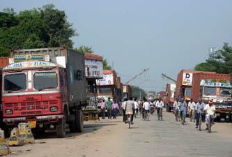 नेपालगञ्ज-रुपैडिहा नाकाः अरु गाडी सहज, इन्धन असहज