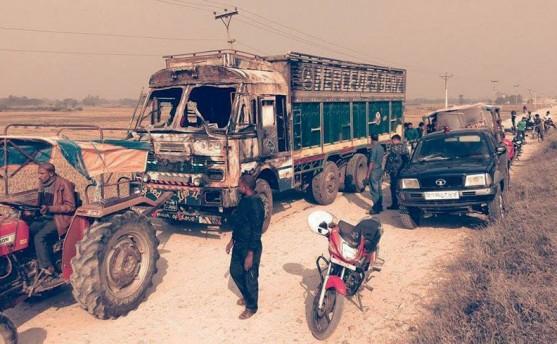 वीरगञ्जः ट्रक जलाइयो
