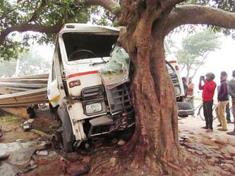 ट्रक दुर्घटना हुँदा चालक र सहचालकको मृत्यु