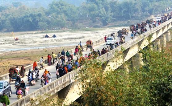 दशगजामै लाग्यो इन्धन बजार (तस्वीरहरु)