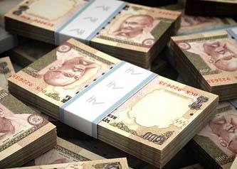 भारतबाट ६० लाख चोरेर भागेका पक्राउ