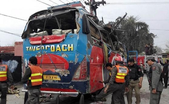 पाकिस्तानः कर्मचारी सवार बसमा बम विष्फोट हुँदा १५ को मृत्यु