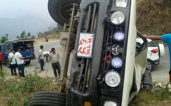 पाँचथरका सिडिओ र डिएसपी चढेको गाडी दुर्घटना