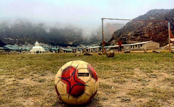 खुम्बुमा 'यु १६' फुटबल