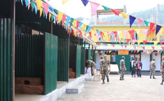 नेपाली सेनाले भूकम्प पीडितलाई सामुहिक भवन बनाइदिए