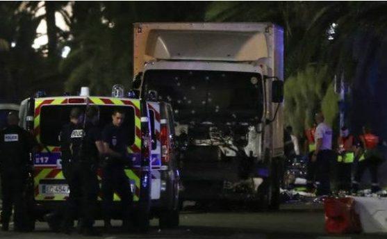 फ्रान्समा ट्रकले कुल्चेर ८० भन्दा बढीको हत्या