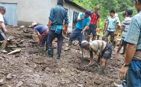 लमजुङः पहिरोले लघुजलविद्युत पुर्यो